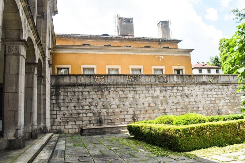 De uitstekende bouw van de polikliniekziekenhuis van de Sanatorium het Centrale toevlucht forretired oude zieken in de balneary t royalty-vrije stock afbeeldingen