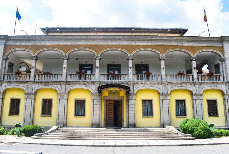 De uitstekende bouw van de polikliniekziekenhuis van de Sanatorium het Centrale toevlucht forretired oude zieken in de balneary t royalty-vrije stock foto's
