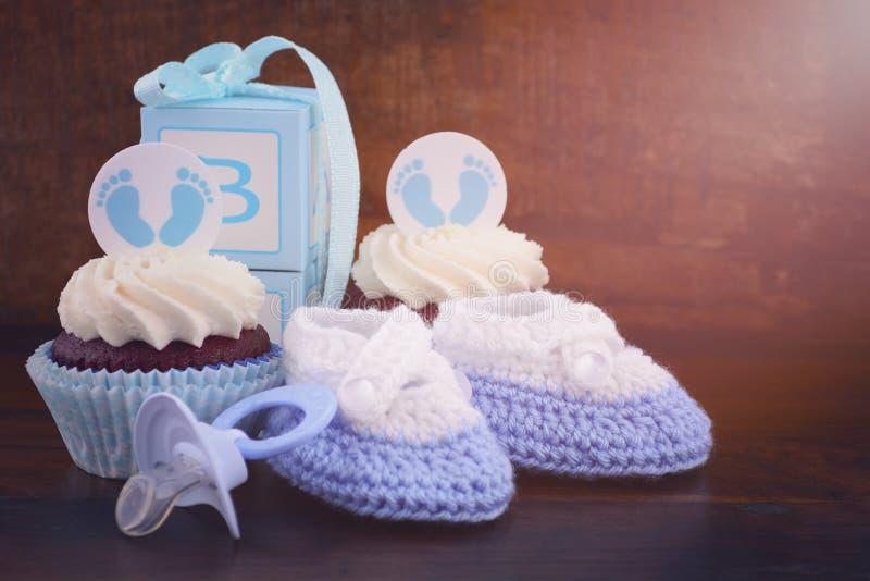 De uitstekende Douche Cupcake van de Stijlbaby en Giftdoos stock foto