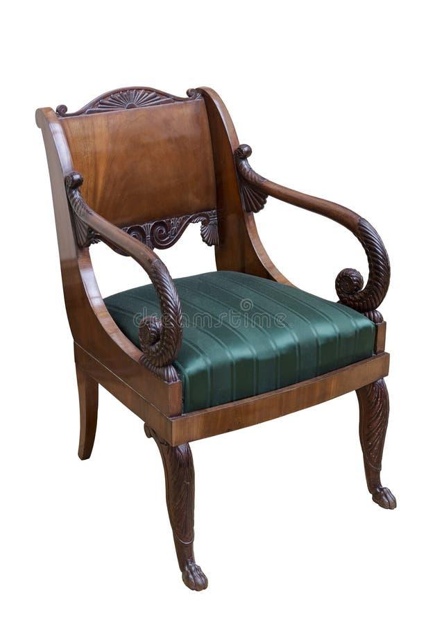 De uitstekende elegante donkere houten stoel met een zetel maakte in groene zijde op een witte achtergrond in orde stock afbeeldingen