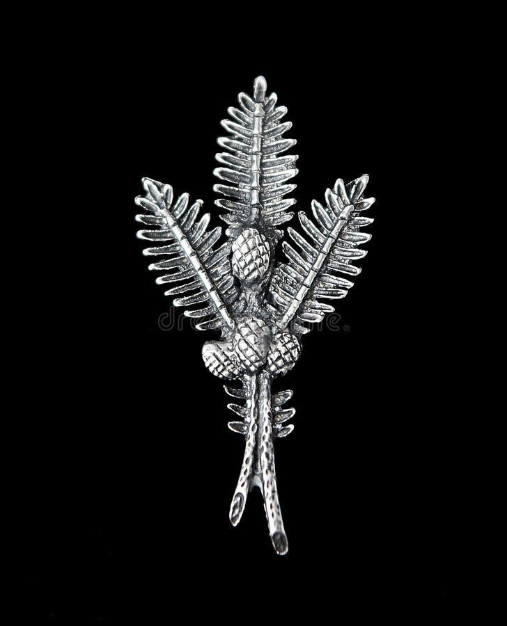 De uitstekende filigraan zilveren tak en de kegels van de brochespar royalty-vrije stock afbeelding