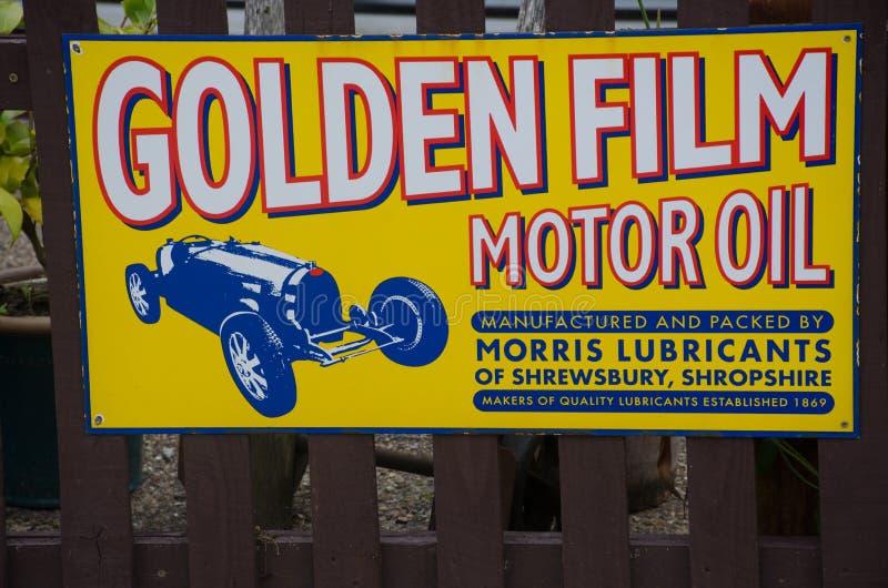 De uitstekende Goldenfilm-advertentie van de motorolie royalty-vrije stock foto's