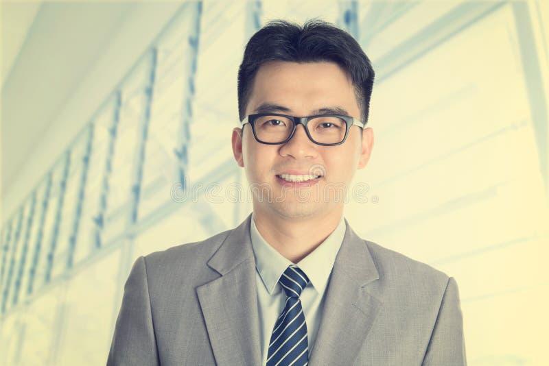 De uitstekende oude Aziatische Chinese zakenman van de stijlmanier stock foto