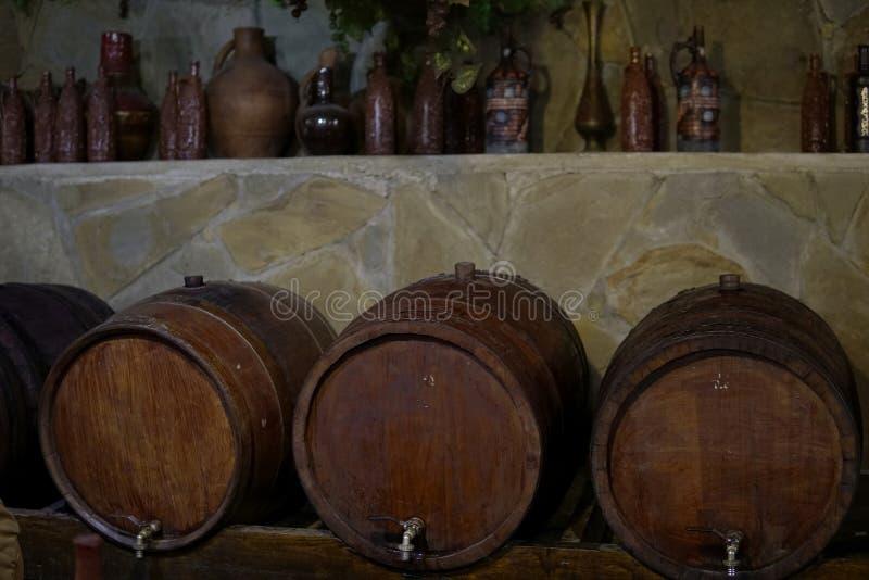 De uitstekende productie van de vatkelder van cognac B stock foto