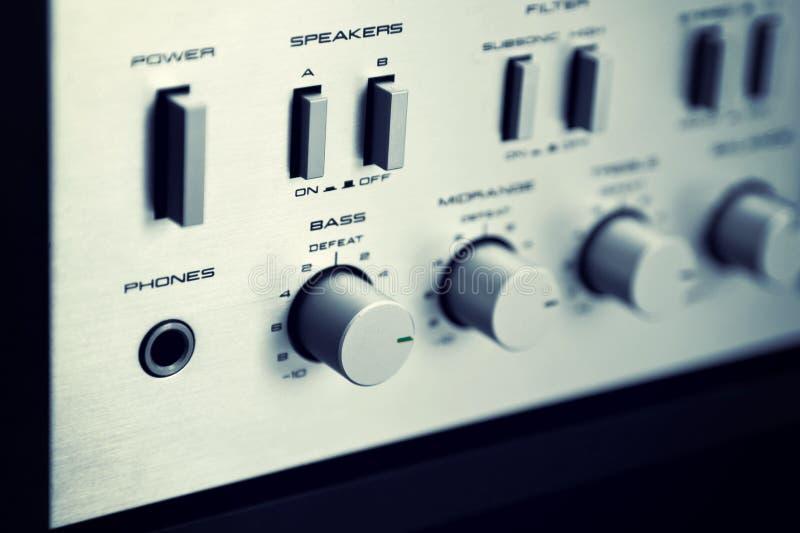 De uitstekende Stereoversterker Frontale Comité Hoekige Mening van Controleknoppen stock afbeeldingen