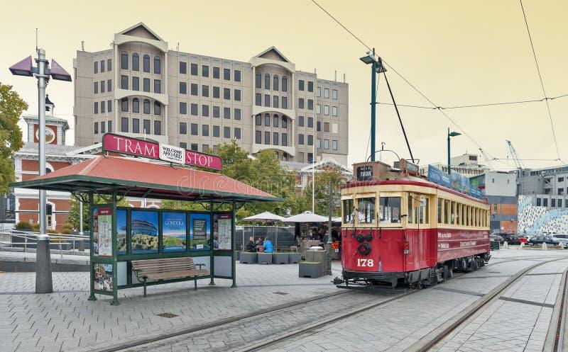 De uitstekende stijltram op het Christchurch-Tramspoor biedt een unieke stadsreis door de klassieke manier van vervoer in Nieuw Z stock afbeeldingen