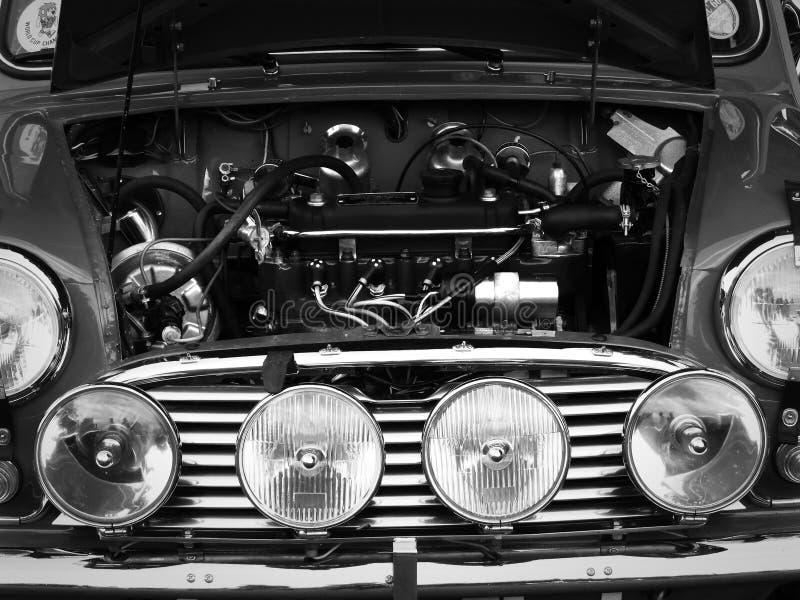 De uitstekende voorgrill en motor B van Mini Cooper stock afbeeldingen