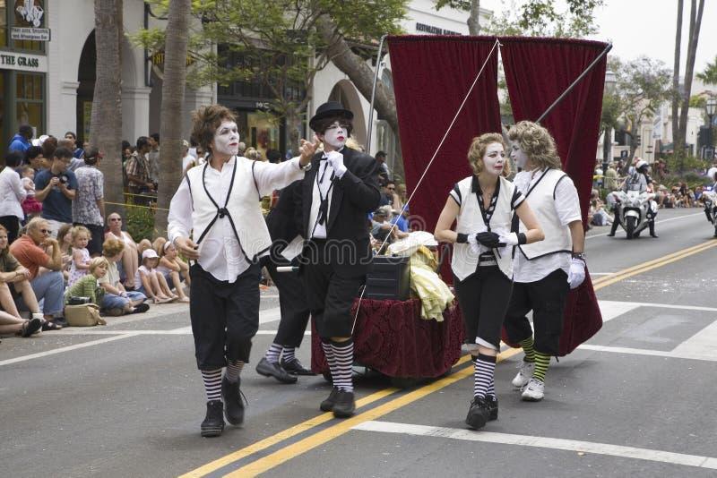 De uitvoerders van de pantomime bij de jaarlijkse Viering van de Zonnestilstand van de Zomer stock afbeeldingen