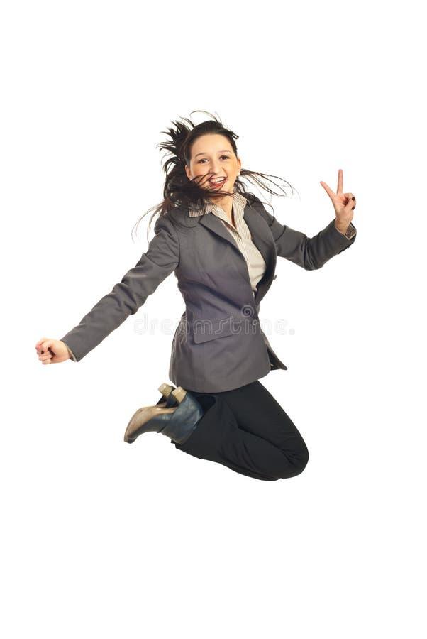 De uitvoerende macht die en toont overwinningsteken springt stock foto