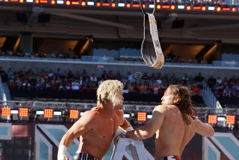 De uitwisselingsstempels van Dolph Ziggler en Daniel Bryan-op hoogste ladder stock afbeelding