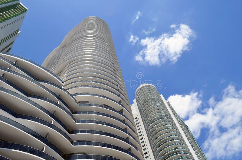 De ultra moderne torens van de huurflat in Miami van de binnenstad, Florida stock afbeeldingen