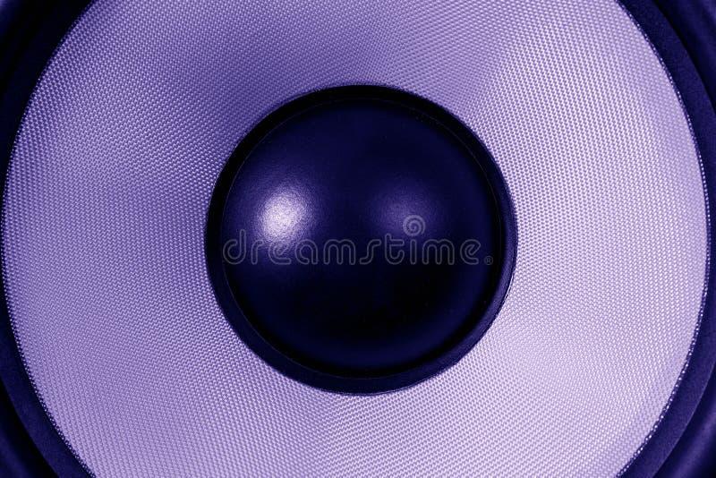 De ultraviolette dynamische of correcte spreker van Subwoofer, partijachtergrond, donkere gestemd purple stock afbeelding