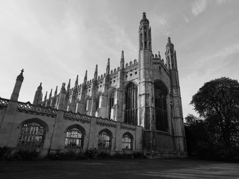 De Universiteit van de koning in Cambridge in zwart-wit stock foto's