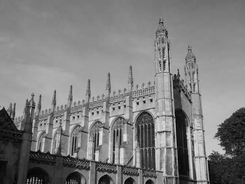 De Universiteit van de koning in Cambridge in zwart-wit stock foto