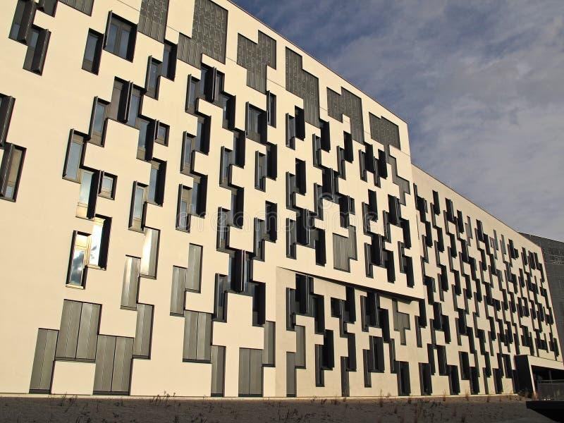 De Universiteit van Wenen van Economie en Zaken stock afbeeldingen