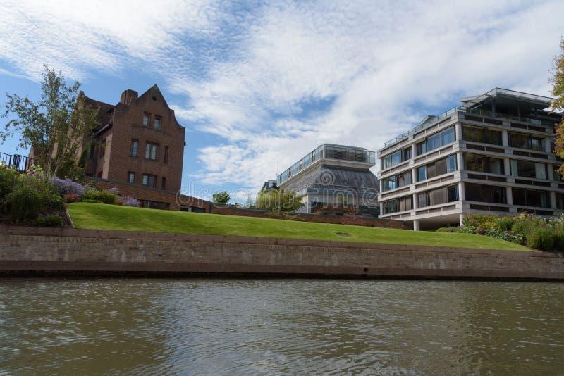 De Universiteitsgebouwen van koninginnen in Cambridge, Engeland royalty-vrije stock foto