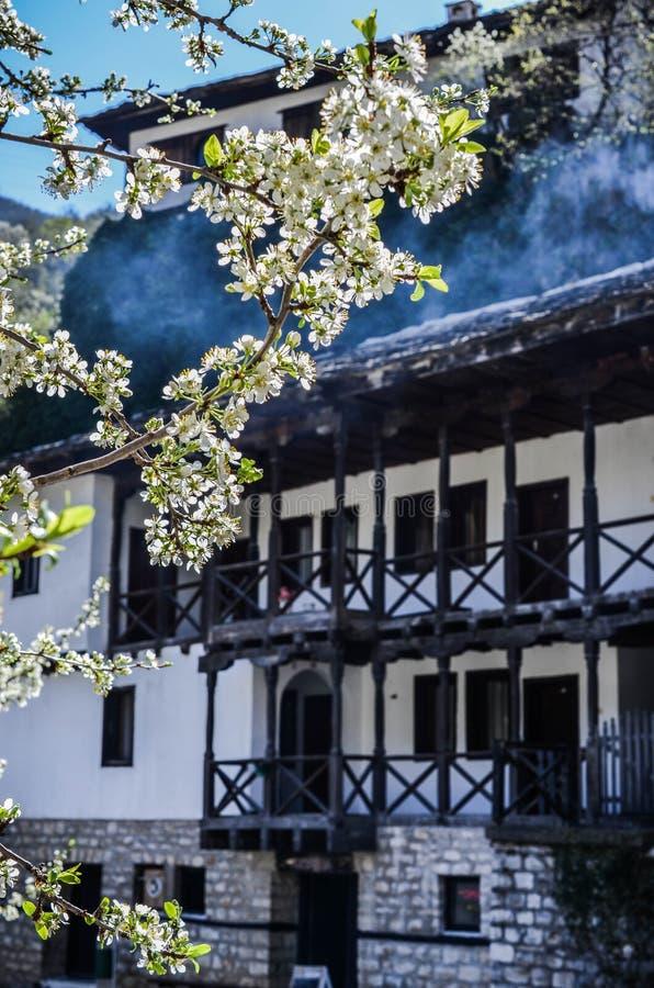 ` de Uspenie Bogorodichno del ` del monasterio de Cherepish, garganta de Iskar, Bulgaria imágenes de archivo libres de regalías