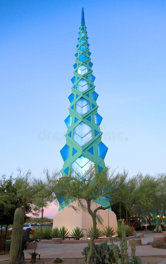 De V.S., Arizona/Phoenix: Architectuur - F Lloyd Wright Spire /illuminated stock afbeeldingen