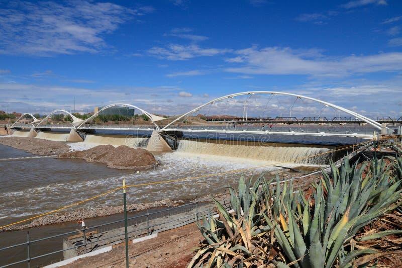 DE V.S., AZ: Tempe Rubber Dam After Torrential-Regens royalty-vrije stock afbeelding