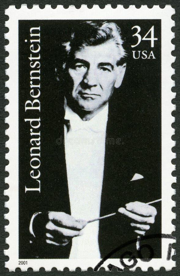 DE V.S. - CIRCA 2001: toont Leonard Bernstein 1918-1990, componist stock afbeelding