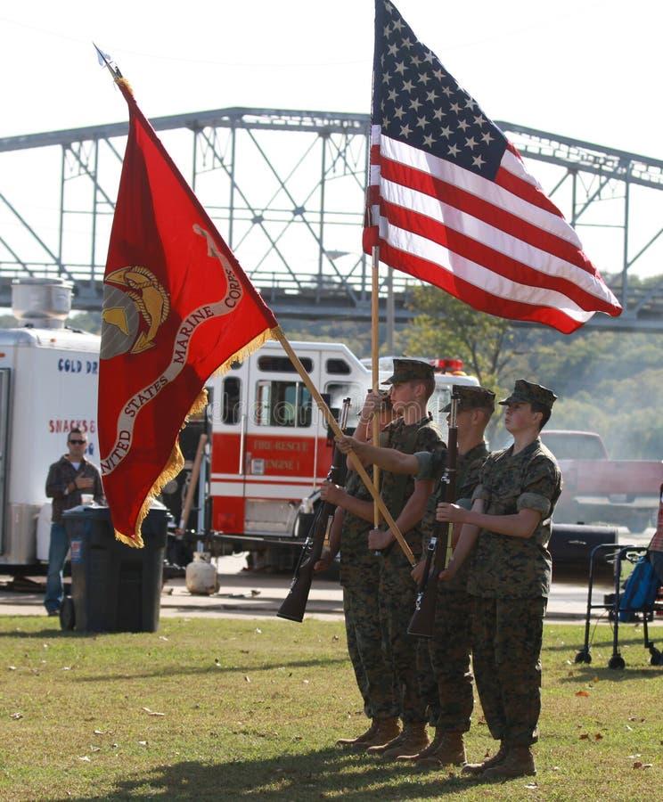 De V.S. Marine Corps Color Guard met vlaggen stock fotografie