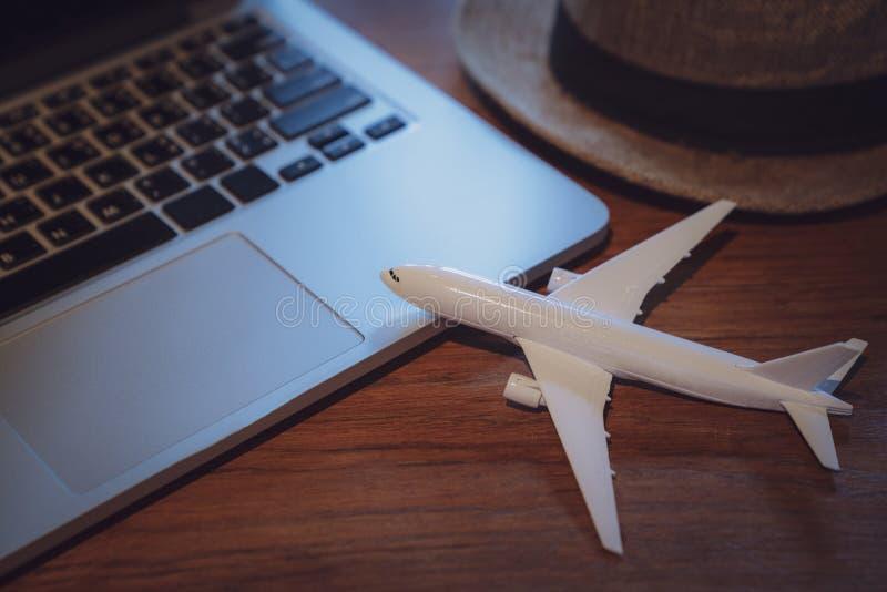 De vakantie reizend laptop van de reisvakantie technologieconcept, Reis planningsconcept royalty-vrije stock foto