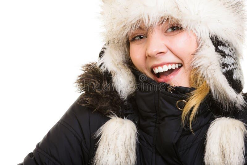 De vakantie van de winter Vrolijk meisje in warme kleren stock afbeeldingen