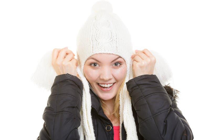 De vakantie van de winter Vrolijk meisje in warme kleren stock foto