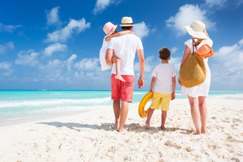 De vakantie van het familiestrand royalty-vrije stock afbeeldingen