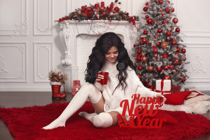 De vakantie van het Kerstmismeisje De gelukkige achtergrond van het Nieuwjaar Mooie br royalty-vrije stock foto's