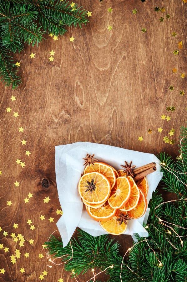 De vakantiekaart voor het nieuwe jaar is 2019 in warme, in kleuren Kerstmissamenstelling van ingrediënten voor overwogen wijnkane royalty-vrije stock afbeelding