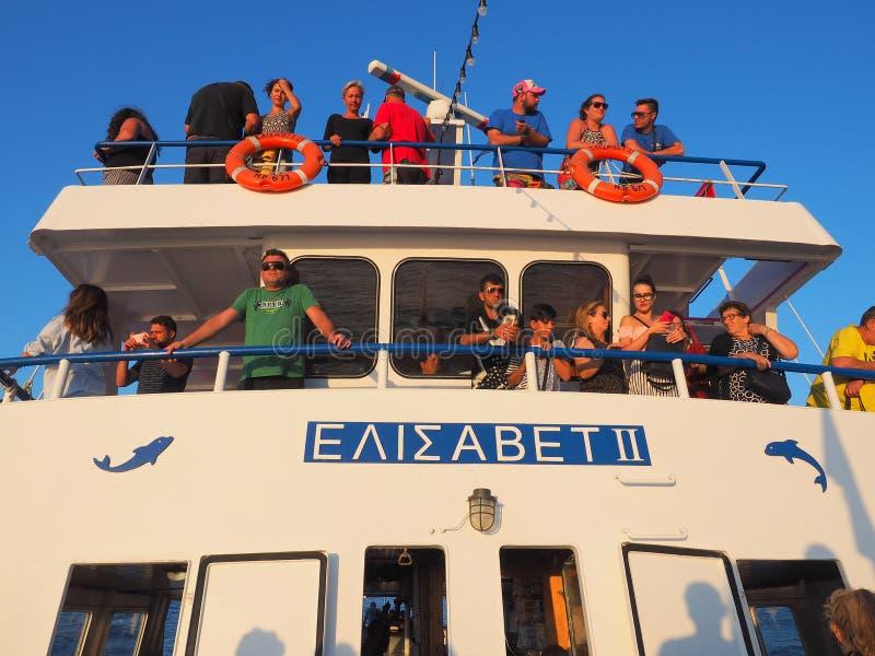 De vakantiemakers op Dag kruisen Boot, Griekenland royalty-vrije stock foto's
