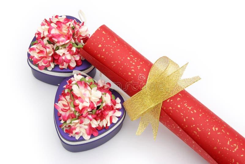 Download De Vakjes Van De Gift En Document Rol Stock Foto - Afbeelding bestaande uit vrolijk, luxe: 29512216