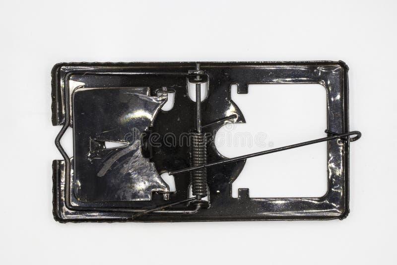 De val van de staalmuis en aas, vuile die muisval op witte achtergrond wordt geïsoleerd royalty-vrije stock foto's