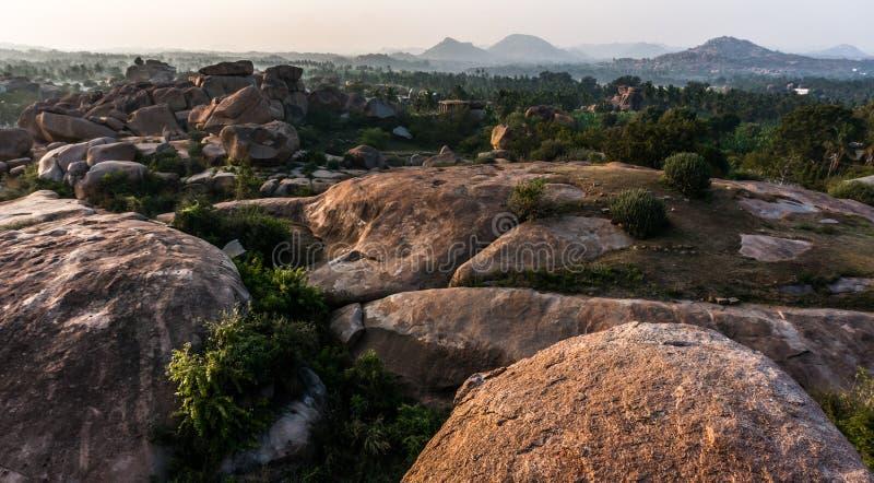 De vallei dichtbij Hampi, Karnataka, India royalty-vrije stock fotografie