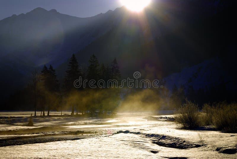 De Vallei van de berg bij zonsopgang royalty-vrije stock afbeelding