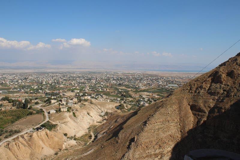 De vallei van Jericho die van het Onderstel, Klooster wordt gezien van Verleiding stock fotografie