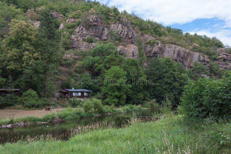 De vallei van rivier Jihlava, Tsjechische Republiek in de de zomerdag royalty-vrije stock foto