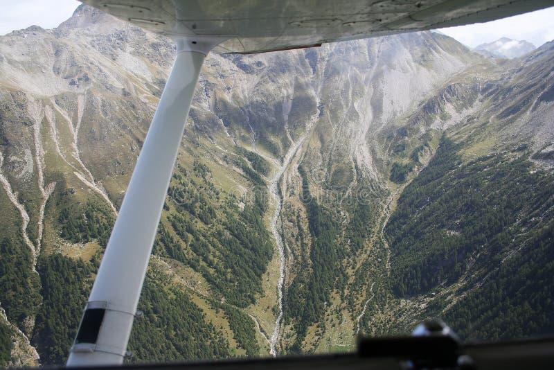 De vallei van Spluga - de rivier van het Afvoerkanaal royalty-vrije stock afbeeldingen