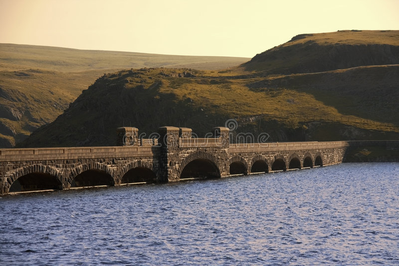 De vallei van Wales van de rivier claerwen de bergen uit het Cambrium stock afbeeldingen