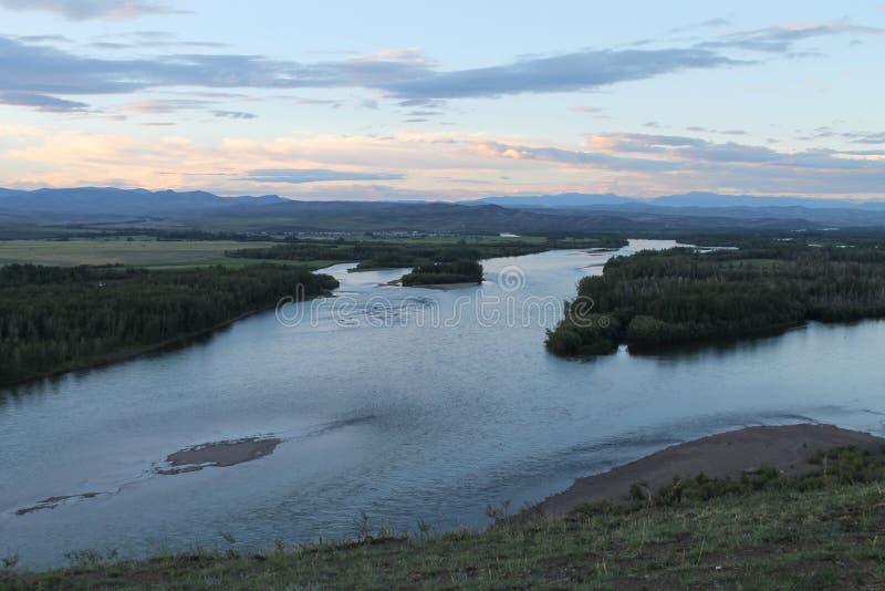 De vallei van de Yeniseirivier, Zuidelijk Siberië Republiek Toeva Autumn Landscape stock foto's
