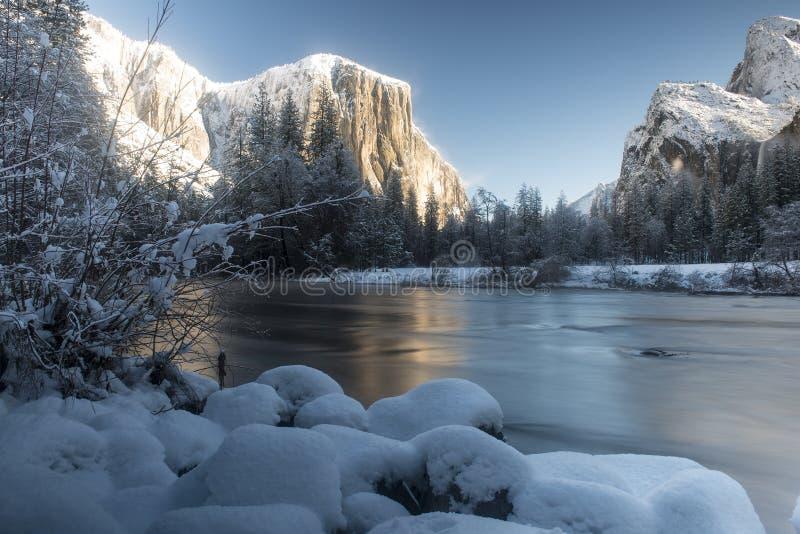 De Valleimening van de Yosemitewinter stock afbeelding