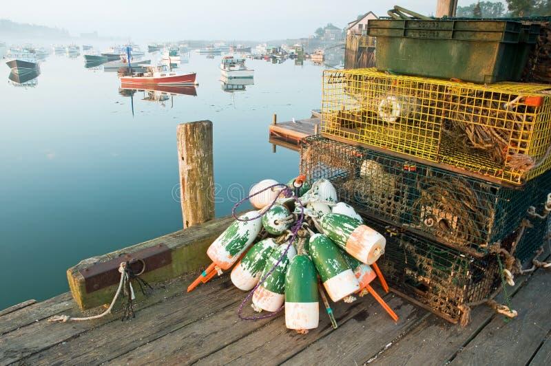 De vallen en de boeien van de zeekreeft stock fotografie