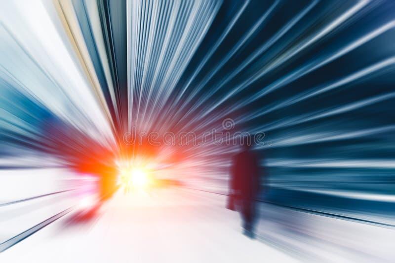 De van de bedrijfs onduidelijk beeldhoge snelheid mens voert actie uit snel door te gaan stock foto's