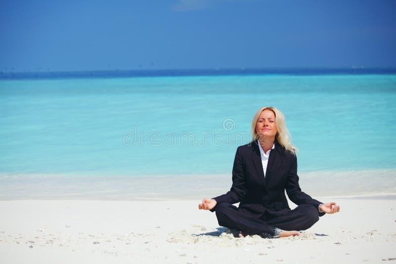 Van de bedrijfs yoga vrouw stock afbeelding