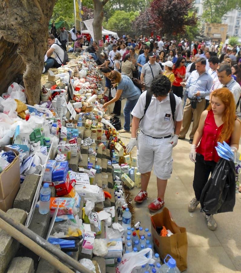 De van het van de protesteerderseerste hulp, geneeskunde en voedsel vrije tribunes, geven stock afbeelding
