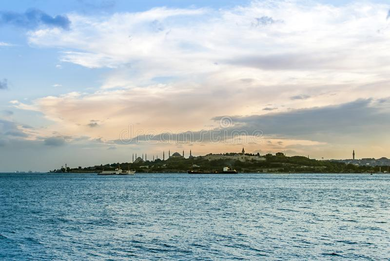 De van Topkapi het Paleis en van Marmara Overzeese dagtijd royalty-vrije stock fotografie