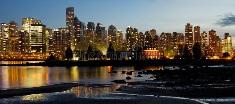 De Vancouver horizonte de la ciudad A.C. e isla de Deadman fotografía de archivo