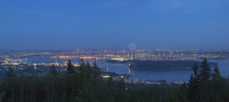 De Vancouver paysage urbain AVANT JÉSUS CHRIST au panorama bleu d'heure image libre de droits