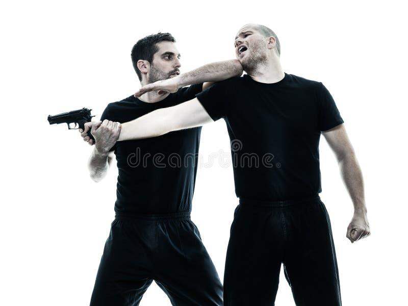 De vechters van mensen krav maga geïsoleerd vechten stock foto